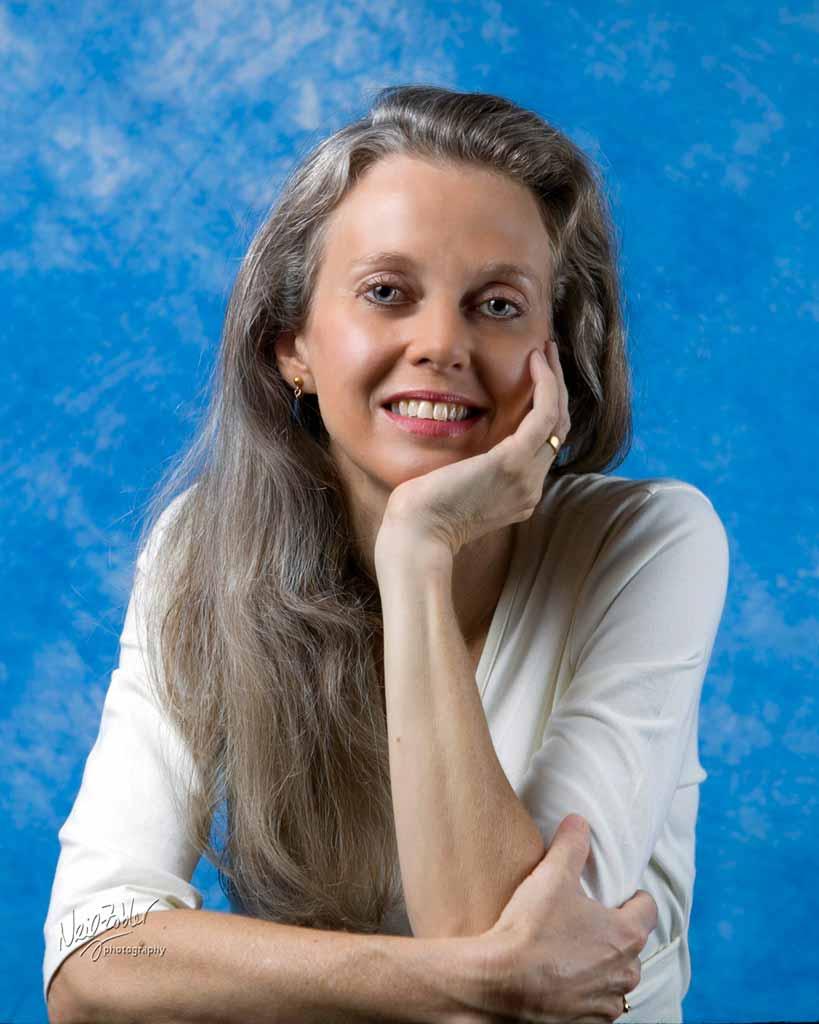Portrait photo of Linda Strange
